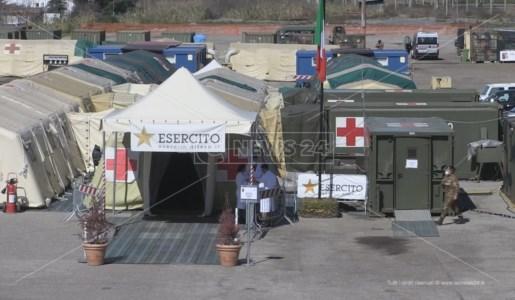 Il centro vaccini allestito a Cosenza dall'esercito