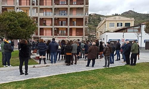 Spari contro l'auto di un carabiniere a Cetraro, Libera in piazza: «Atto di gravità assoluta»