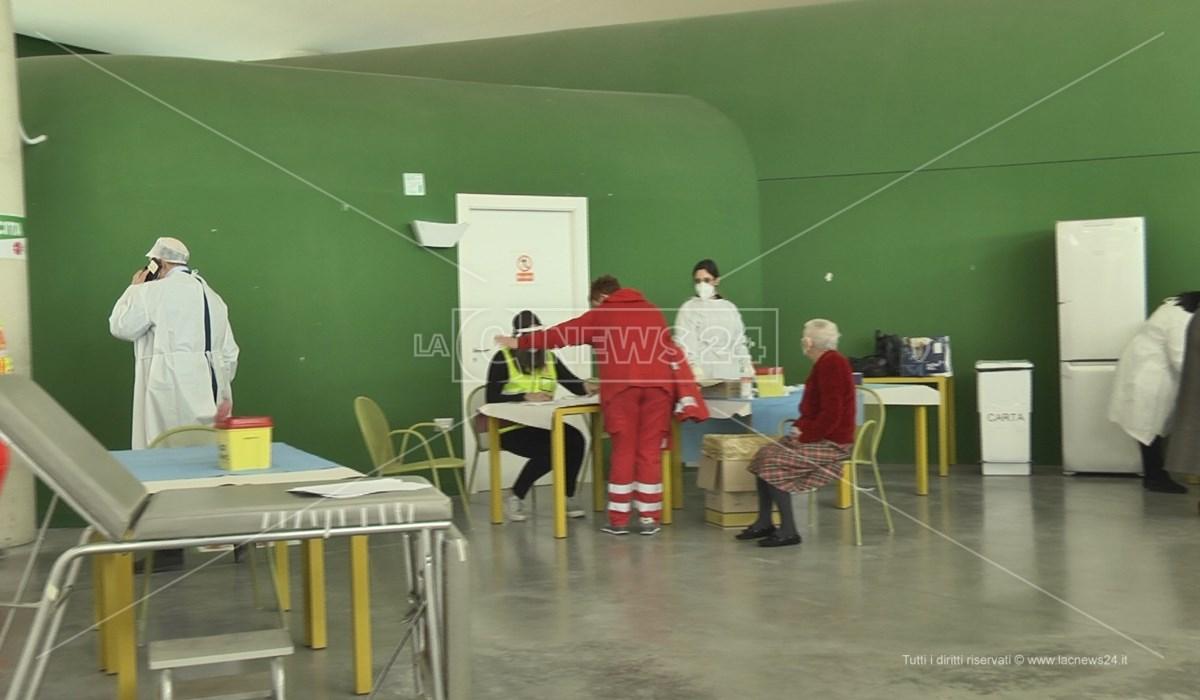 Il centro vaccinale allestito al Parco Acquatico di Rende