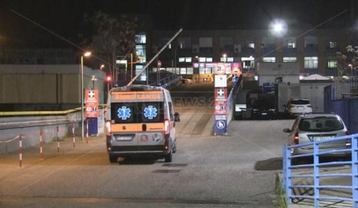 Incidente a Cosenza, scontro tra auto e moto: grave un diciannovenne