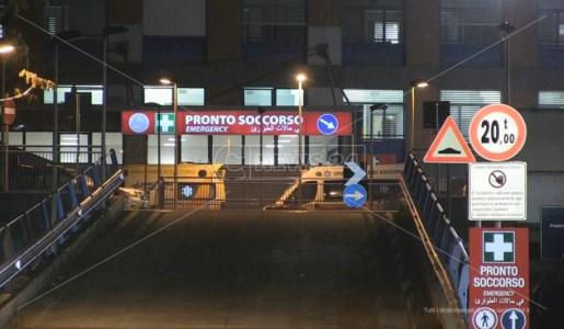 Ambulanze nella notte al pronto soccorso di Cosenza