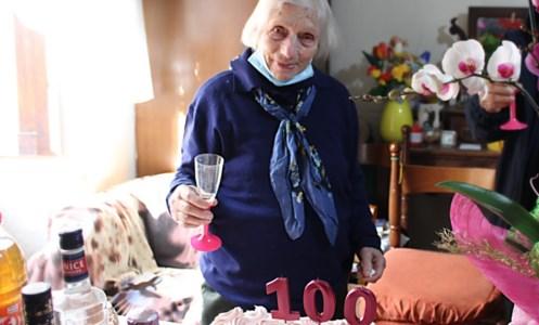 La guerra, l'Argentina e il ritorno nella sua Briatico: zia Peppa spegne 100 candeline