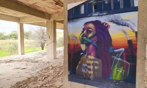 Locride, foto e opere d'arte nell'ecomostro abbandonato
