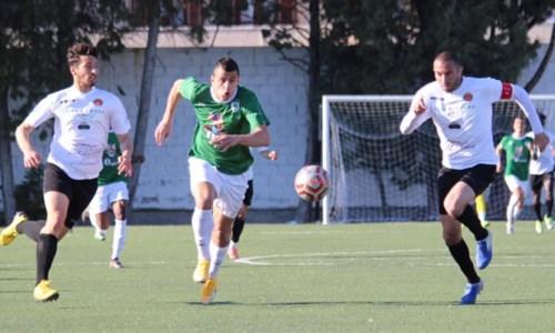 Una fase di gioco di Roccella - Rotonda (foto Rotonda Calcio)