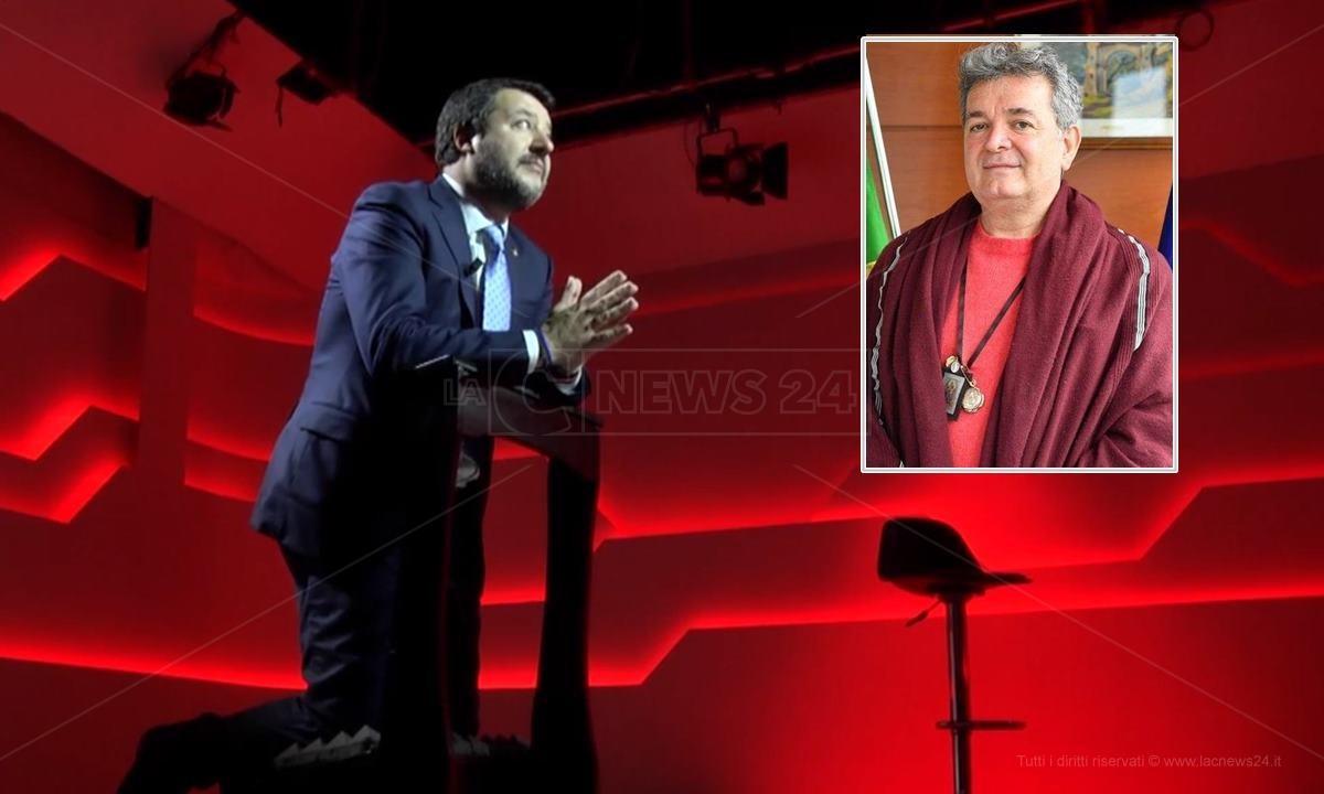 Matteo Salvini e, nel riquadro, Nino Spirlì