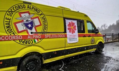 Covid, a Spezzano Sila attivato il polo vaccinale con l'aiuto del Soccorso alpino