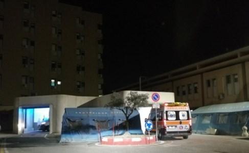Ambulanza in entrata al Ps di Corigliano Rossano