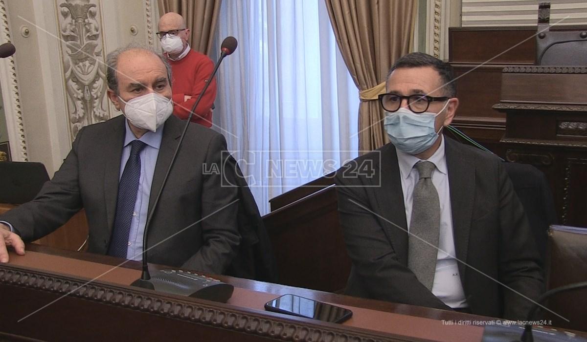 Il direttore amministrativo dell'Asp di Cosenza Maurizio Friolo insieme al direttore sanitario Martino Rizzo