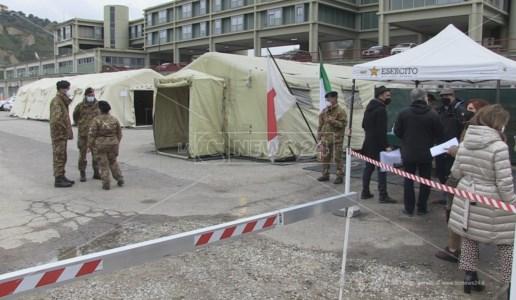 Il centro vaccini allestito all'ospedale militare di Cosenza