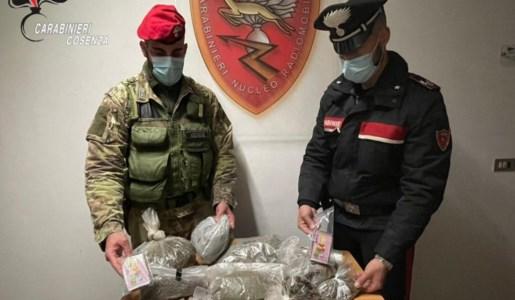 Cetraro, spacciava hashish e marijuana da domiciliari: arrestato 55enne