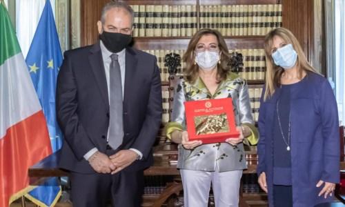 Camomilla Award, Casellati dona all'orafo crotonese Affidato la campanella del Senato
