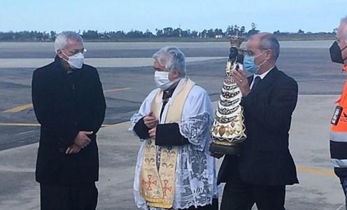 Crotone, l'aeroporto Sant'Anna accoglie la statua della Madonna di Loreto