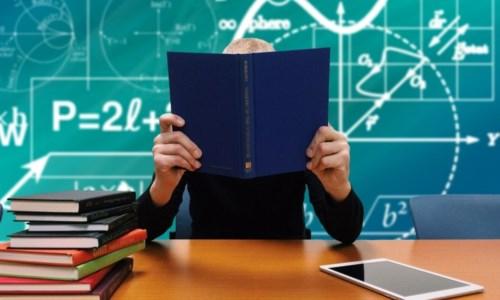 Scuola, superiori in classe almeno al 60% nelle regioni gialle e arancioni: ecco la nuova bozza