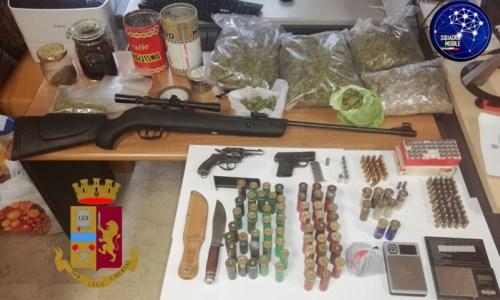 Il materiale illecito sequestrato dalla polizia di Stato