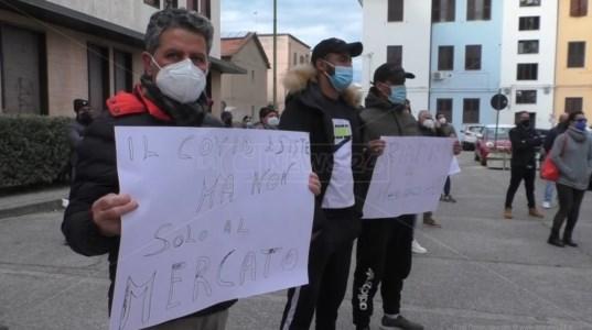Mercato sospeso a Soverato: gli ambulanti protestano e il sindaco valuta la ripresa per Pasqua