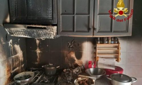 Incendio in abitazione a Catanzaro: i vigili del fuoco salvano 90enne