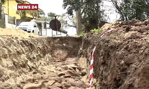 Alle porte di Vibo scavano per la fibra ottica e trovano reperti: è l'antica via Popilia?