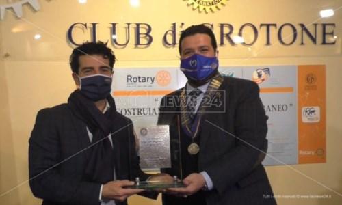 Crotone, consegnata la Targa della Professionalità del Rotary a Francesco Latella