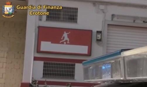 Isola Capo Rizzuto, riscuote illecitamente fondi per imprese in difficoltà: denunciato