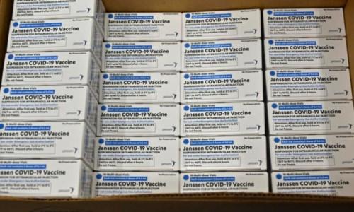 Vaccini Covid, J&J: «Errore in un lotto, buttate 15 mln di dosi. Rispetteremo comunque consegne Ue»