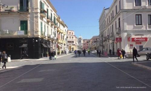Incidente sul lavoro a Crotone: cede scaffale in un negozio, ferita una commessa