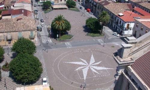 La piazza di Oppido Mamertina vista dall'alto