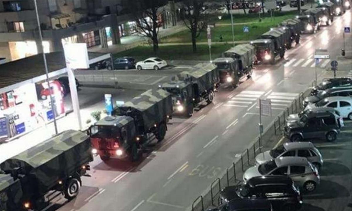 La più emblematica e drammatica immagine della pandemia: i camion con i feretri a Bergamo