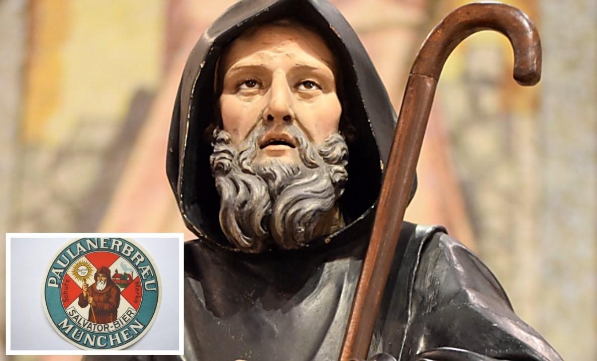 Sullo sfondo, la statua del santo (da francescodipaola.iinfo), nel riquadro sottobicchieri in vendita su Ebay