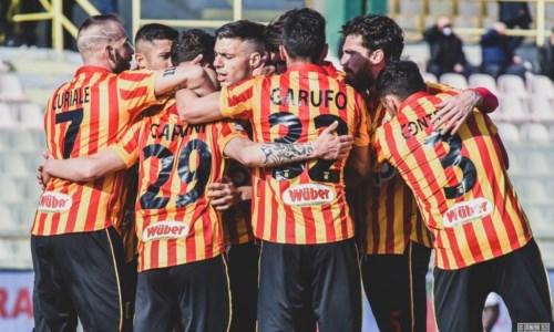 Covid, 10 positivi nel Catanzaro calcio: a rischio la gara con il Bisceglie