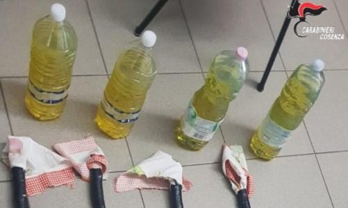 Le bottiglie incendiarie sequestate