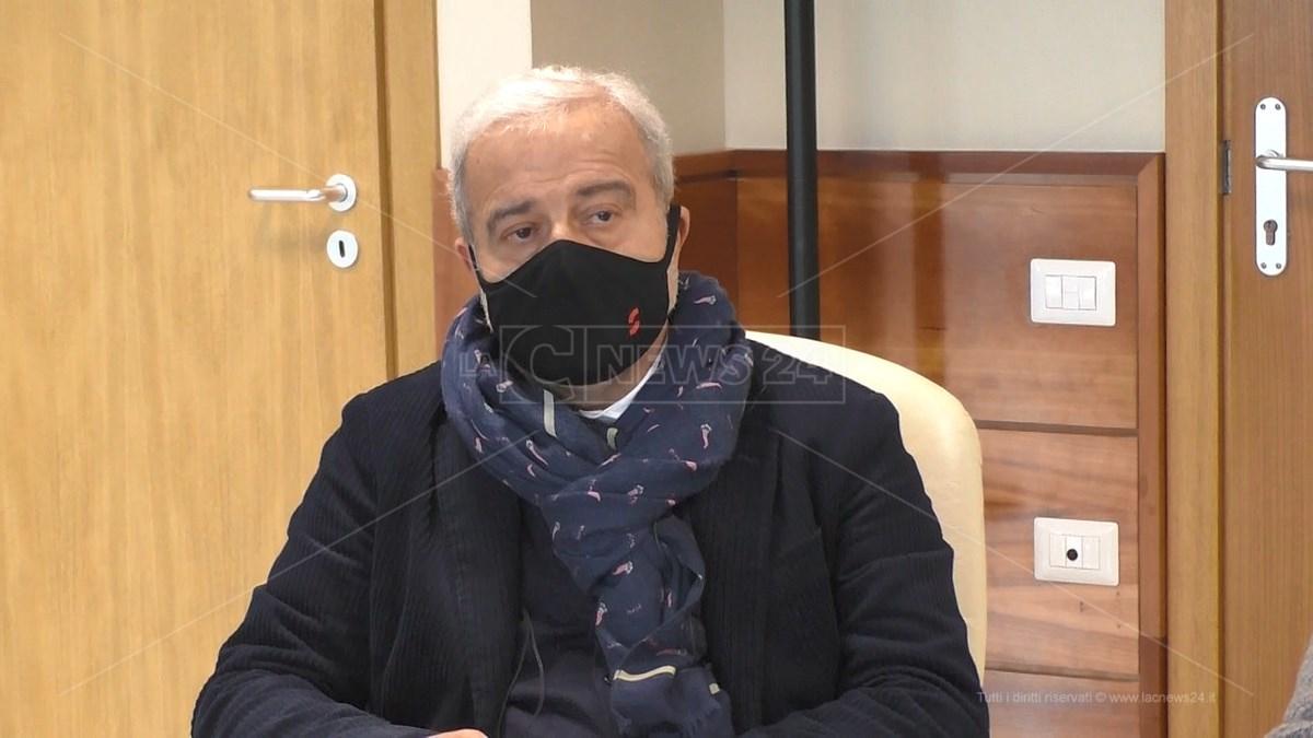 Il commissario ad acta, Guido Longo
