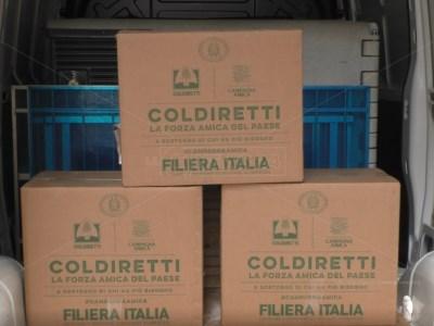 Da Coldiretti 500 pacchi alle famiglie in difficoltà: «Un segno di vicinanza per Pasqua»