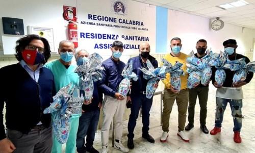 Calcio e solidarietà, il Soriano dona uova di Pasqua agli anziani ospiti di una Rsa