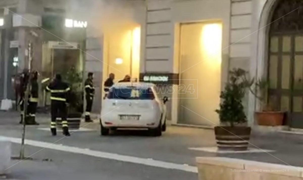 Corso Mazzini, principio di incendio in un negozio di abbigliamento