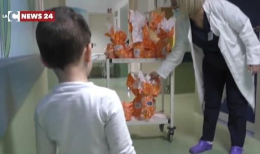 Uova di Pasqua e sorrisi per i piccoli pazienti dell'ospedale di Reggio Calabria