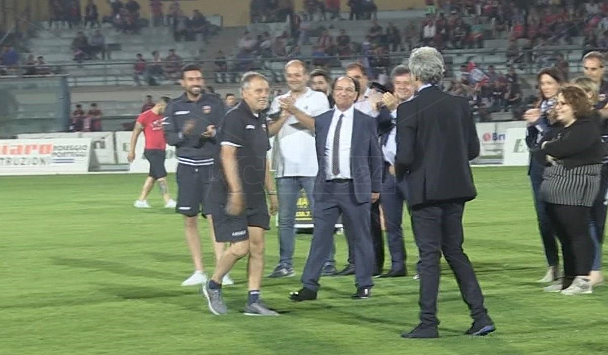 Guarascio e Braglia festegiano la promozione in B del Cosenza nel 2019
