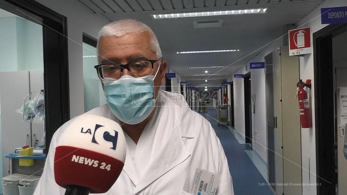 Il primario del reparto di Malattie Infettive dell'ospedale Pugliese, Lucio Cosco