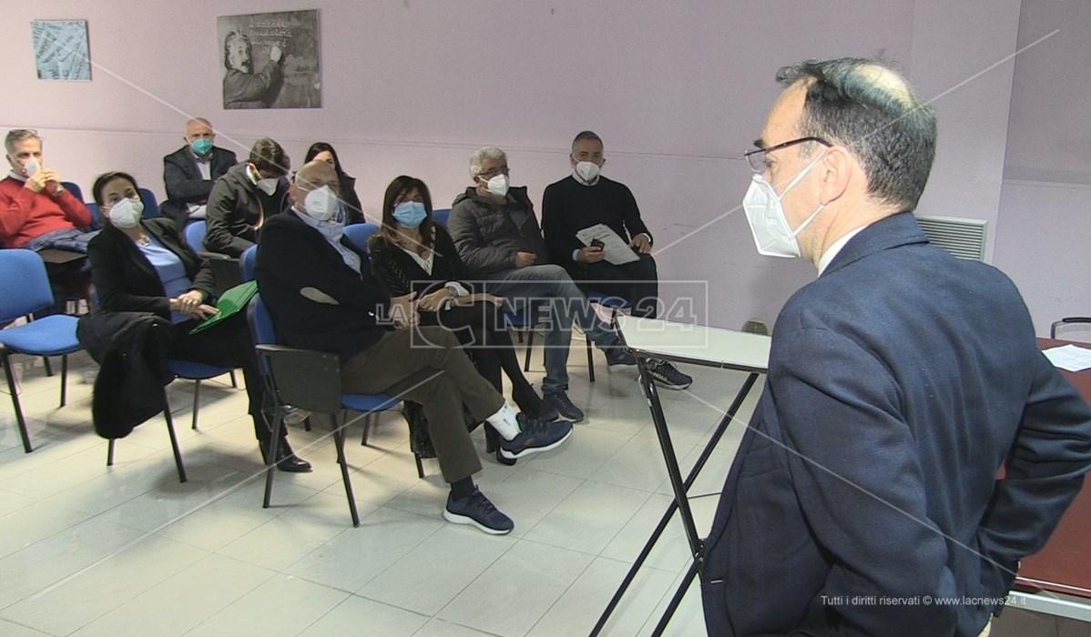 La riunione dell'Unità di crisi dell'Azienda Ospedaliera in corso a Cosenza