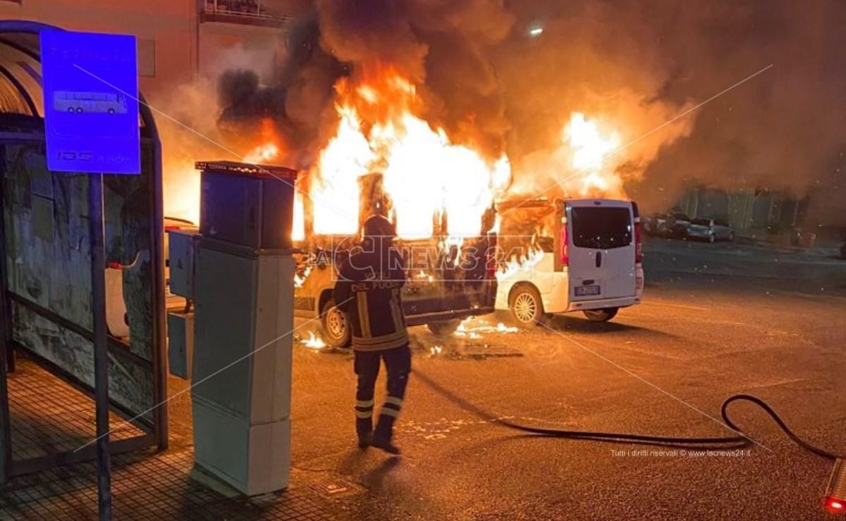 I mezzi incendiati nei giorni scorsi