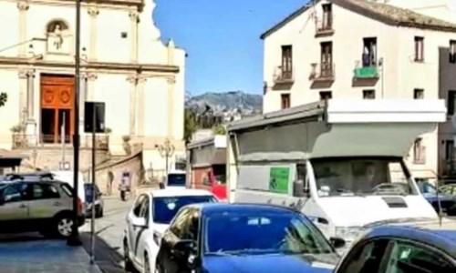 Il corteo degli ambulanti a Catanzaro (Foto Ansa)