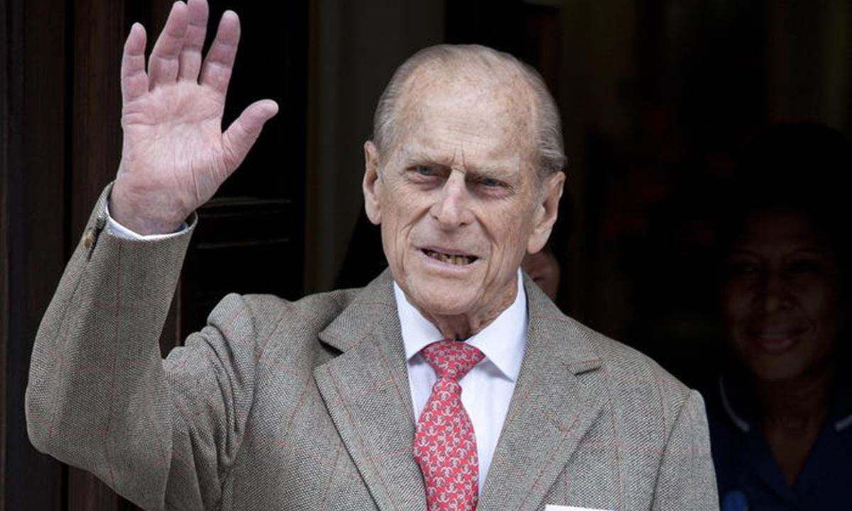 È morto il principe Filippo, il marito della regina d'Inghilterra aveva 99 anni