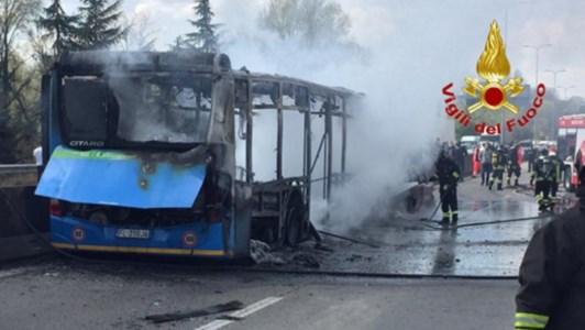 Dirottò e incendiò uno scuolabus con alunni a bordo, condanna ridotta a 19 anni