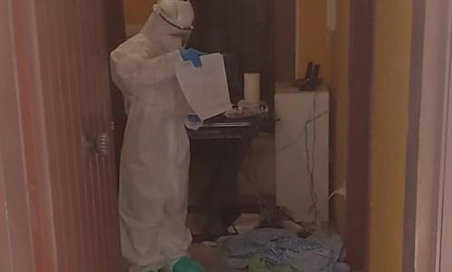 L'intervento dei sanitari nell'abitazione del paziente Covid