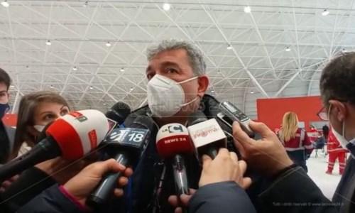 Il presidente ff della Calabria Nino Spirlì in visita all'hub vaccinale dell'Ente fiera a Catanzaro