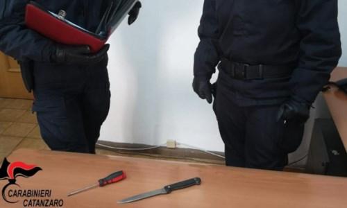 Catanzaro, tenta di rubare in una abitazione e aggredisce il proprietario: arrestato