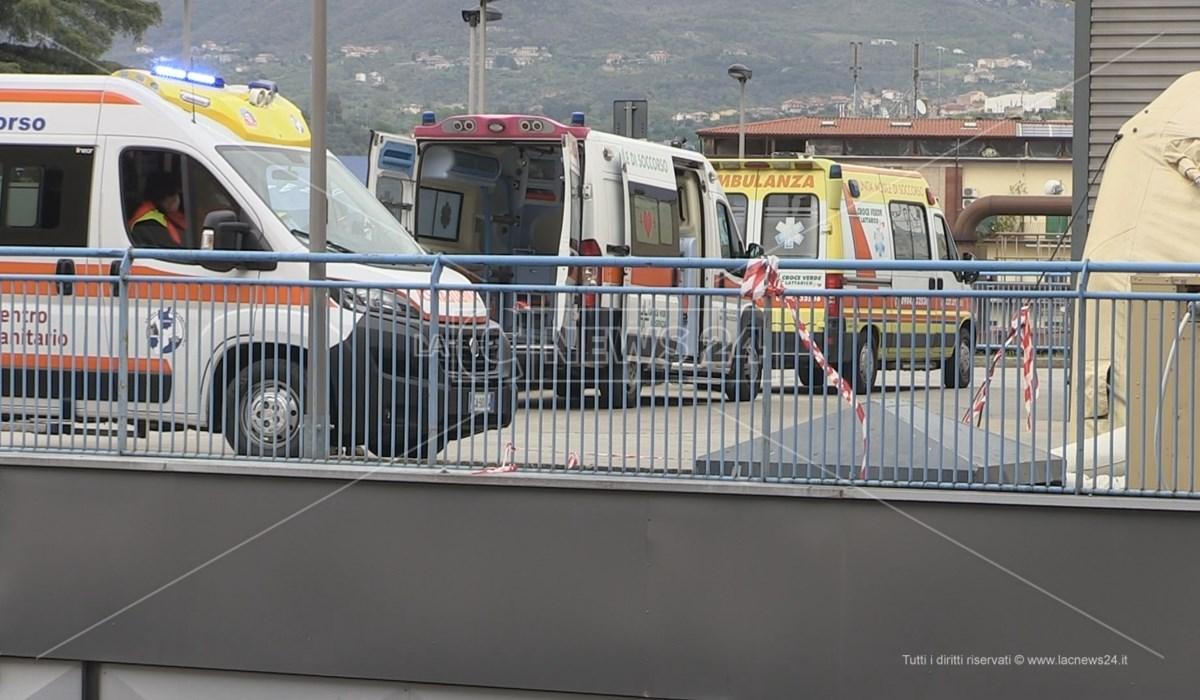 Ambulanze in attesa a Cosenza