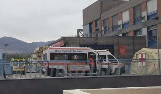 Ambulanze in coda al pronto soccorso di Cosenza