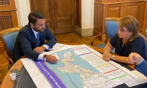 L'assessore Catalfamo insieme al sottosegretario alle Infrastrutture Cancelleri