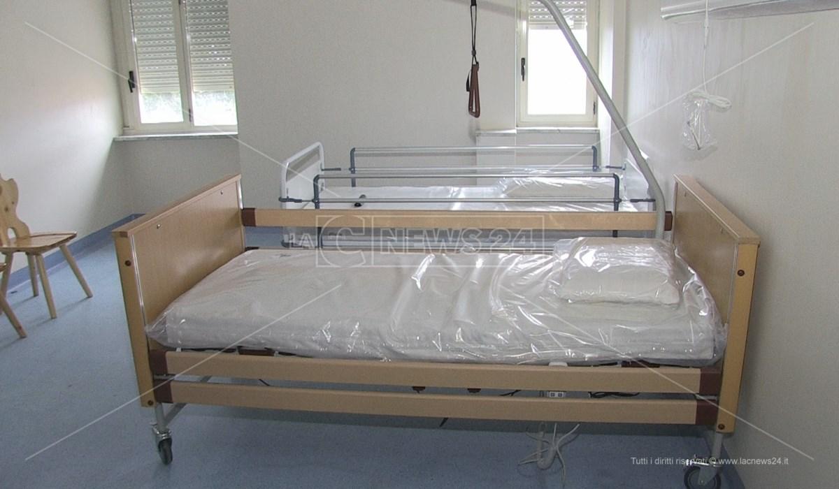 Una delle stanze dell'hospice di Rogliano destinate ad accogliere pazienti Covid