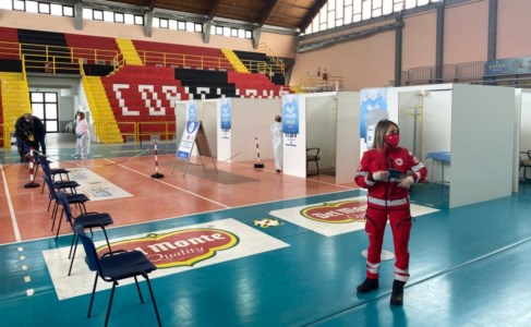Vaccini, inaugurato nuovo hub Corigliano-Rossano: possibili 500 dosi giornaliere